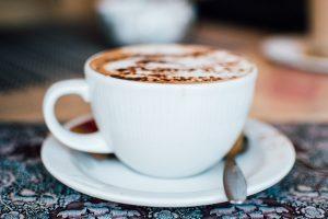In einem der unzähligen Kaffeehäuser bietet sich an eine kleine Pause zu machen. Bildquelle: Pixabay.de