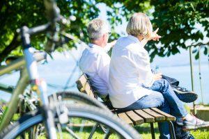 Karin aus Düsseldorf sucht eine neue Begegnung. Sie liebt es Fahrrad zu fahren und freut sich auf nette Begleitung. Bildquelle: shutterstock.com