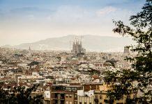 Die Türme der Sagrada Familie ragen hoch über die Stadtsilhouette hinaus. Bildquelle: Pixabay.de