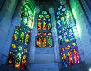Das beeindruckende Lichtspiel in der Sagrada Familie schlägt wohl jeden in seinen Bann. Bildquelle: Pixabay.de