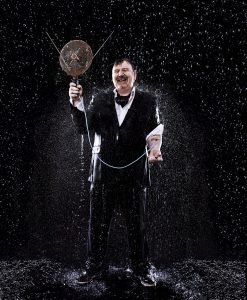 """""""Im strömenden Regen wird jeder Versuch der perfekten Selbstinszenierung zunichte gemacht."""" - Boris Zorn über seine Fotoserie """"The Rain"""". Bildquelle: © www.zornfotografie.de"""