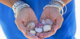 Bei der diesjährigen Strandmode sind auch mehrere Armbänder gerne gesehen. Kombinieren Sie doch einfach mal! Bildquelle: Pixabay.de