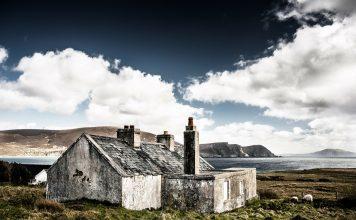 Raue Felsen und wunderschönes Wolkenspiel- das ist Irland. Bildquelle: Pixabay.de