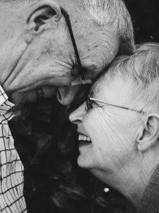 Gemeinsam herzlich miteinander Spaß haben können, ist etwas das man nie verlernen sollte. Bildquelle: Pixabay.de