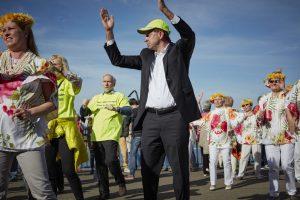Der Stadtdirektor Burkhard Hintzsche mischte fleißig auf der Tanzfläche mit. Bildquelle: © Bine Bellmann