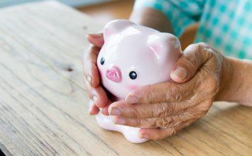 Ein paar Euros mehr in der Tasche helfen auch vielen Menschen der Generation 59plus besser mit der oft schmalen Rente zurecht zu kommen. Bildquelle: shutterstock.com
