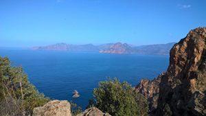Der Capo Rosso ist eine Halbinsel mit einer 300 Meter hohen Erhöhung. Bildquelle: Nadine Schuster