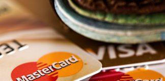 Auf Reisen und im Internet ist die Bezahlung mit der Kreditkarte ein ganz normaler Vorgang. Bildquelle: Pixabay.de