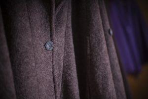 Hochwertige Wolle und besondere Raffinessen lassen den pAncho zum Allrounder werden. Bildquelle: Wi-Care