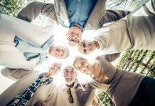 """Eine sog. """"Community"""" bietet die Möglichkeit neue Begegnungen zu machen. Bildquelle: shutterstock.com"""