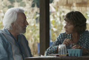 Ella (Helen Mirren) und John (Donald Sutherland) planen in DAS LEUCHTEN DER ERINNERUNG ihre gemeinsame Reise. Quelle: © 2017 Concorde Filmverleih GmbH