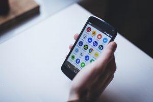 Für viele ist das Smartphone ein wichtiger Bestandteil in der täglichen Kommunikation. Bildquelle: Pixabay.de
