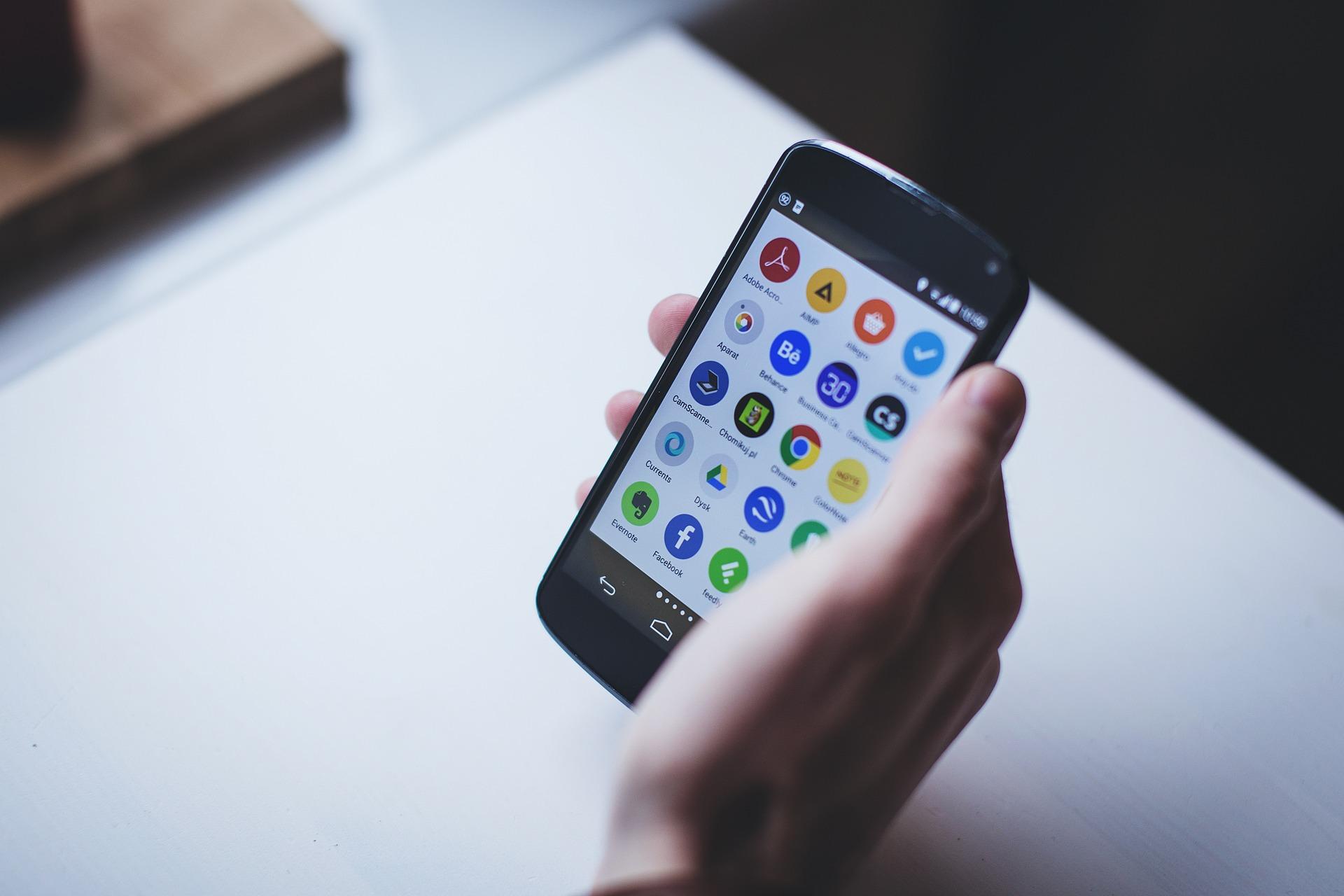 Ob Laptop, Tablet oder Smartphone, ein Webinar können Sie nahezu überall online abrufbar. Bildquelle: Pixabay.de