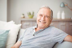 Die Herren der Schöpfung haben ebenfalls mit hormonellen Veränderungen im Alter zu tun. Bildquelle: shutterstock.com