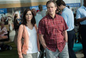 Downsizing: Audrey (Kristen Wiig) und Paul (Matt Damon) planen ein Leben in der geschrumpften gesellschaft Leisureland. Quelle: © 2017 Paramount Pictures. All Rights Reserved