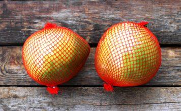 Wenn Sie sich schon immer mal gefragt haben, was das für eine Frucht ist, dann wissen Sie jetzt, es ist ein Pomelo. Bildquelle: shutterstock.com