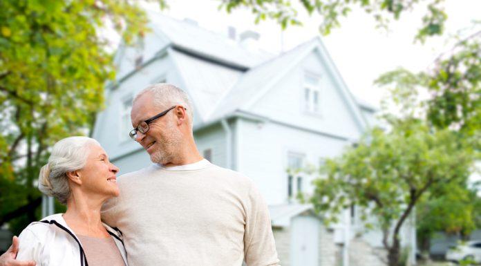 Wohnen mit 59plus - selbst gestalten und damit möglichst lange in den eigenen vier Wänden leben. Bildquelle: shutterstock.com