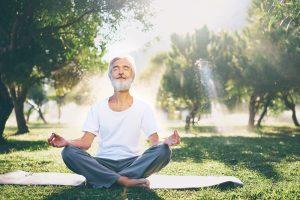 Zunehmend mehr Männer finden ihre Entspannung im Yoga. Bildquelle: shutterstock.com