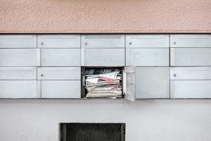 Volle Briefkästen lassen immer darauf schließen das man länger nicht Zuhause war. Bildquelle: unsplash.com