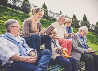Bestimmte Krankheiten erfordern eine Ernährungsumstellung. Diese lässt sich wunderbar in einer Selbsthilfegruppe, also unter Gleichgesinnten, erlernen. Bildquelle: shutterstock.com