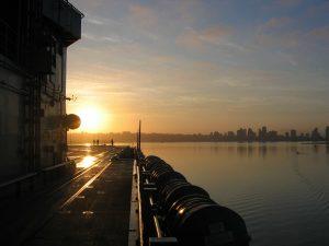 Einen Sonnenuntergang auf dem Flugzeugträger USS Midway gehört sicherlich zu den Highlights in San Diego. Bildquelle: Pixabay.de