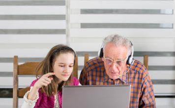 Skypen ermöglicht nahezu kostenfreies Telefonieren mit Bildübertragung. Bildquelle: shutterstock.com