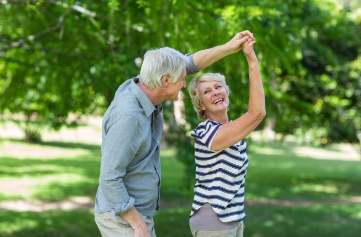 Früher ganz normal, heute etwas in Vergessenheit geraten - das Tanzen. Bildquelle: shutterstock.com