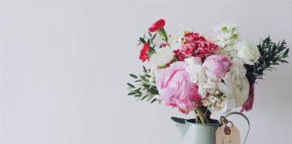 In den USA wird der Valentinstag deutlich stärker gefeiert als bei uns. Dennoch schenkt der ein oder andere am 14. Februar eines Jahres ein paar Blumen oder Pralinen. Bildquelle: © Leonardo Wong / Unsplash.com