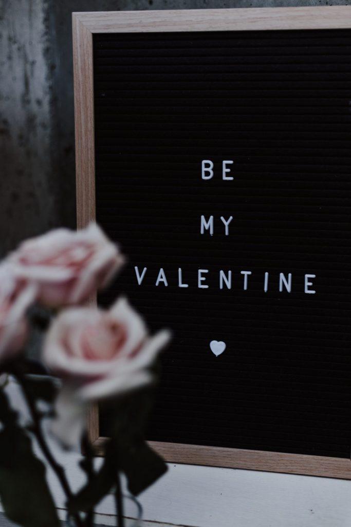 Feiern Sie den Valentinstag? Und wenn ja, wie? Bildquelle: © Priscilla du Preez / Unsplash.com