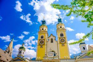 Der Dom von Brixen ist auf jeden Fall einen Besuch wert. Bildquelle: shutterstock.com