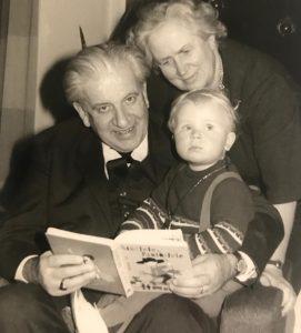 Der Guru der Gelassenheit, Frank Behrendt, gemeinsam mit seinen Großeltern. Bildquelle: Frank Behrendt