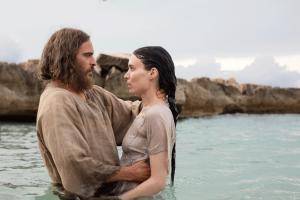 Maria Magdalena wird von Jesus von Nazareth getauft. Bildquelle: Universal Pictures Germany
