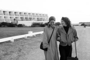 3 Tage in Quiberion: Romy Schneider (Marie Bäumer) und ihre beste Freunde Hilde (Birgit Minichmayr) verbringen gemeinsame Tage am Strand von Quiberon in der Bretagne. Quelle: Peter Hartwig / Rohfilm Factory / Prokino