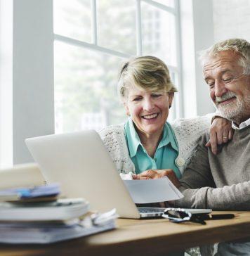 Als alleinstehende Person vielelicht die WG und als Paar dann doch lieber das Generation 59plus Dorf. Inzwischen gibt es viele mögliche Alternativen zum Thema: Wohnen im Alter. Bildquelle: shutterstock.com