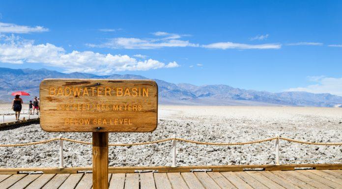 Die Salzpfanne Badwater Basin ist der tiefste Punkt der USA. Bildquelle: shutterstock.com