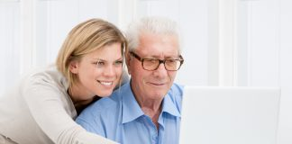 """Das Konzept """"Wohnen für Hilfe"""" wird immer belibter und findet immer mehr Begeisterte. Bildquelle: shutterstock.com"""