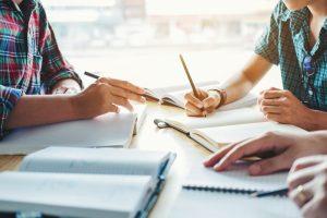 Mit der richtigen Planung kann man schon heute ein Haus bauen, das auch perfekt für das Alter geeignet ist. Bildquelle: shutterstock.com