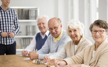 Die Wohnschule bietet die Möglichkeit sich offen und kreativ mit dem Thema Wohnen im Alter auseinander zu setzen. Bildquelle: shutterstock.com