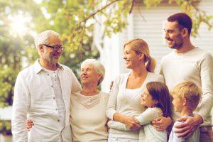 Familienstrukturen haben sich im Laufe der Zeit verändert und dadurch auch die Wohnsituation im Alter. Bildquelle: shutterstock.com