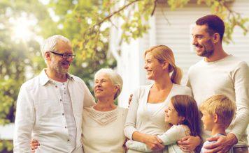 Eine gute Vorsorge hilft im Falle einer Pflegebedürftigkeit der gesamten Familie. Bildquelle: shutterstock.com