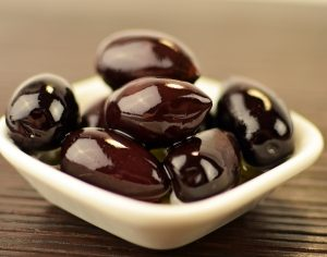 Typisch in einem griechischen Salat und damit natürlich auch auf einer griechischen Pizza - Oliven. Bildquelle: Pixabay.de