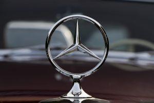 Traditionsunternehmen wie Daimler Benz oder Siemens werden als Aktiengesellschaft in Deutschland geführt, um große Mengen Kapital zu bewegen. Bildquelle: Pixabay.de