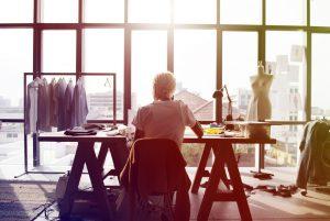 Mode ist Ausdruck einer Persönlichkeit und diese möchten auch Menschen mit Behinderungen vermitteln. Bildquelle: shutterstock.com