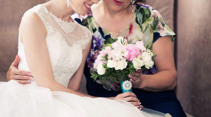 Wenn die eigene Tochter heiratet, ist das auch immer ein ganz besonderer Tagfür die Brautmutter. Bildquelle: shutterstock.com