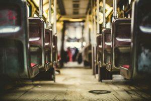 In Städten kann der öffentliche Nahverkehr eine gute Alternative zum Auto sein. Bildquelle: Pixabay.de