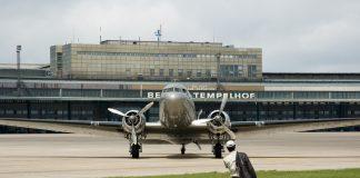 """70 Jahre Luftbrücke oder auch die Zeit der """"Rosinenbomber"""". Bildquelle: Erasmus Wolff / Shutterstock.com"""