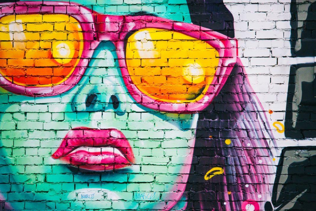 Sonnenbrillen sind nicht nur ein modischen Highlight, sondern beugen auch der altersbedingte Makulardegeneration vor. Bildquelle: Pixabay.de