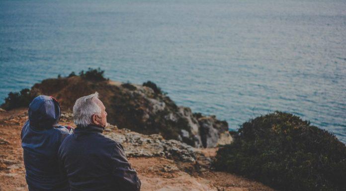 Der Tod gehört zum Leben dazu, auch wenn er immer nur schwer seinen Platz findet. Doch man kann sich ihm nähern, in dem man ihn vorbereitet. Bildquelle: Katarzyna Grabowska/Unsplash.com