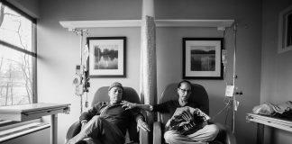Howie und Laurel Borowick gemeinsam bei der Chemotherapie. Connecticut. January, 2013. Foto: © Nancy Borowick