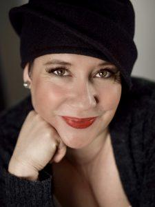 Simone Viviane Plechinger ist ausgebildete Musiktherapeutin und mehrfache Buchautorin mit dem Schwerpunktbereich Demenz. Bildquelle: Simone Plechinger